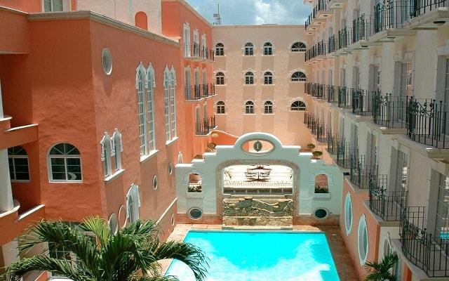 Hotel Presidente InterContinental Villa Mercedes, disfruta de su alberca al aire libre