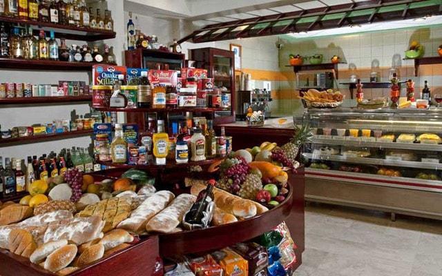 Hotel Pueblo Bonito Mazatlán, en el Deli podrás adquirir tus propios alimentos