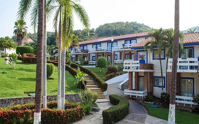 Hotel Qualton Club Ixtapa, pasea por sus jardines