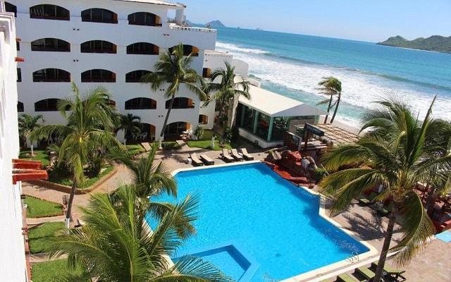 Hotel Quijote Inn, disfruta de su alberca al aire libre