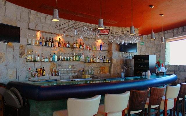 Hotel Quijote Inn, refréscate con un coctel en el bar