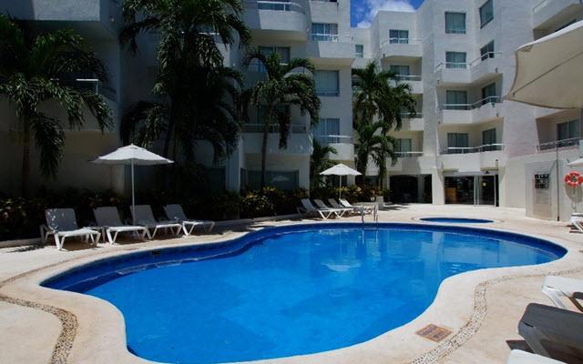 Hotel Ramada Cancún City, disfruta de su alberca al aire libre