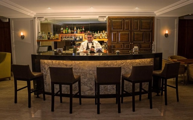 Hotel Ramada Plaza León, disfruta una copa en el bar