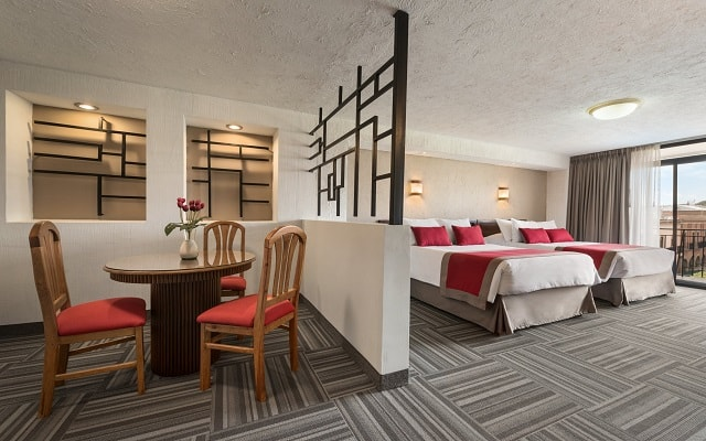 Hotel Ramada Plaza León, descansa en la comodidad de tu habitación