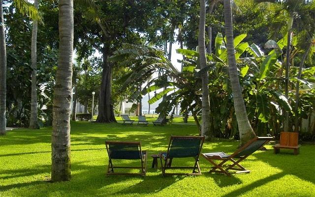 Hotel Ramada Resort Mazatlán, pasea por los jardines