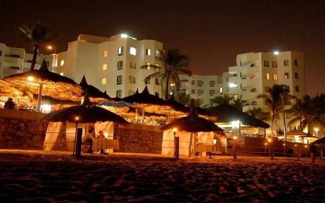 Hotel Ramada Resort Mazatlán, disfruta una cena romántica