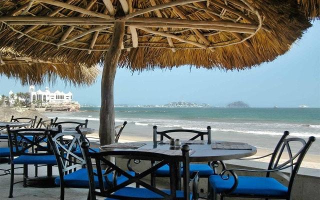 Hotel Ramada Resort Mazatlán, disfruta de vistas increíbles en la terraza