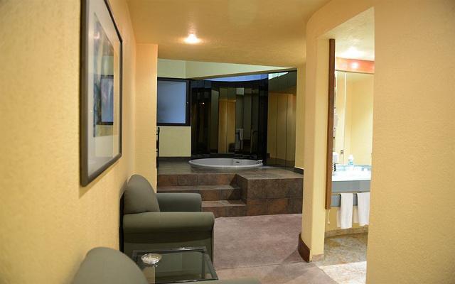 Hotel Ramada Vía Veneto Ciudad de México Sur, amplias suites con jacuzzi