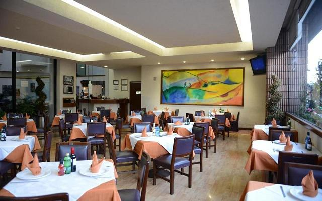 Hotel Ramada Vía Veneto Ciudad de México Sur, ofrece platillos de cocina mexicana e internacional