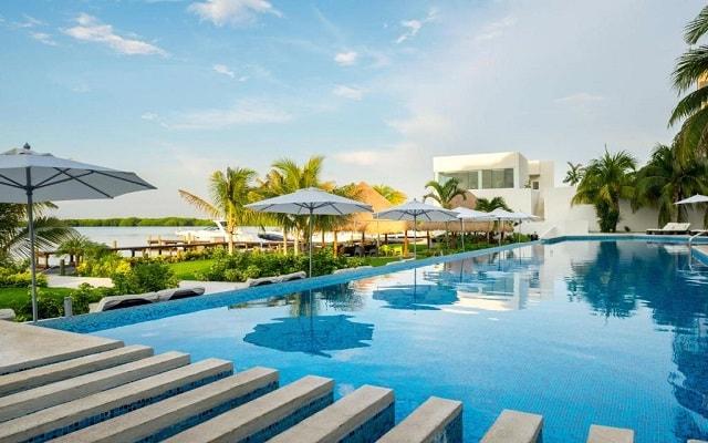 Hotel Real Inn Cancún, disfruta de su alberca al aire libre