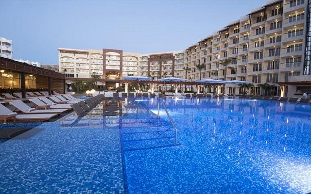 Hotel Reflect Krystal Grand Los Cabos, refréscate en la alberca