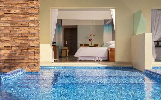 Hotel Reflect Krystal Grand Los Cabos, habitaciones con acceso a la alberca