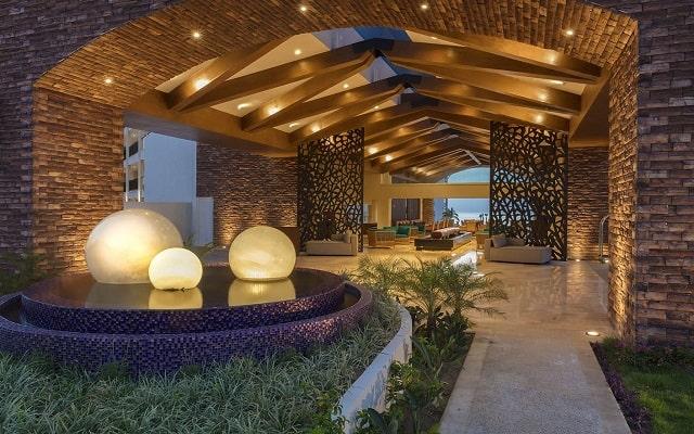 Hotel Reflect Krystal Grand Los Cabos, atención personalizada desde el inicio de tu estancia