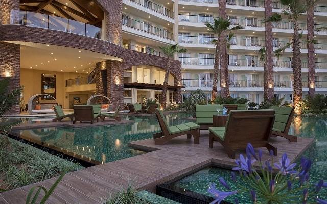 Hotel Reflect Krystal Grand Los Cabos, disfruta una copa