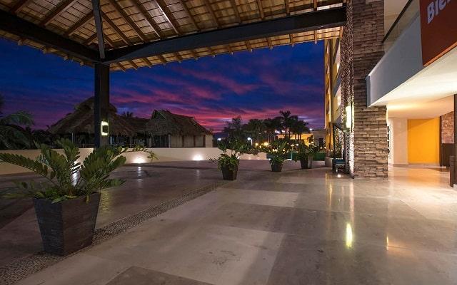 Hotel Reflect Krystal Grand Nuevo Vallarta, servicio y atención de calidad