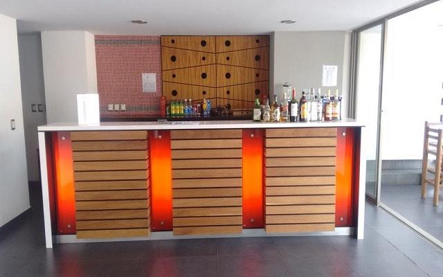 Hotel Residencial Playa Hornos Acapulco, disfruta una copa en el bar