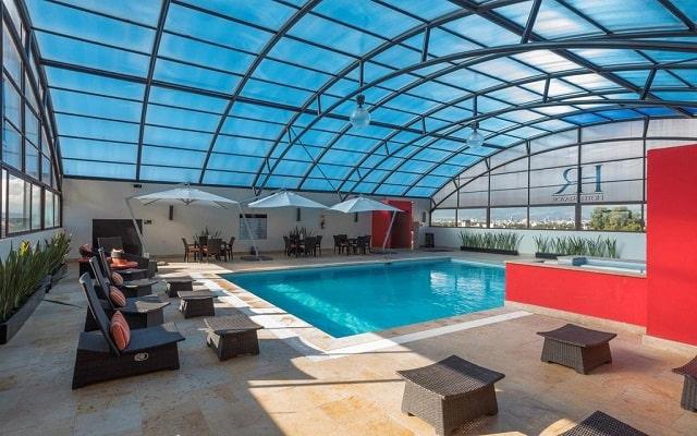 Hotel Riazor Aeropuerto, disfruta de su alberca al aire libre