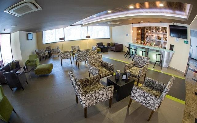 Hotel Riazor Aeropuerto, relájate en el bar