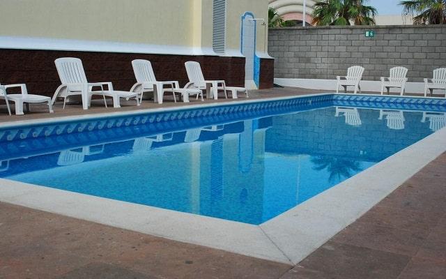 Hotel Rio Vista Inn, disfruta de su alberca al aire libre