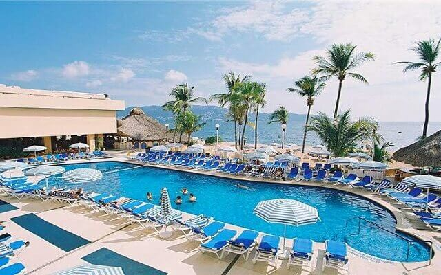 Hotel Ritz Acapulco, disfruta de su alberca al aire libre