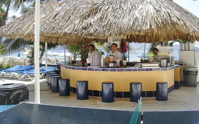 Hotel Ritz Acapulco, disfruta una copa en el bar