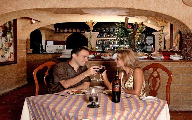 Hotel Ritz Acapulco, Restaurante La Cava abre únicamente en temporada alta
