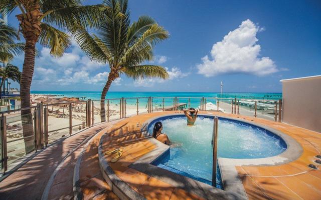 Hotel Riu Cancún All Inclusive, relájate con un relajante baño en el jacuzzi