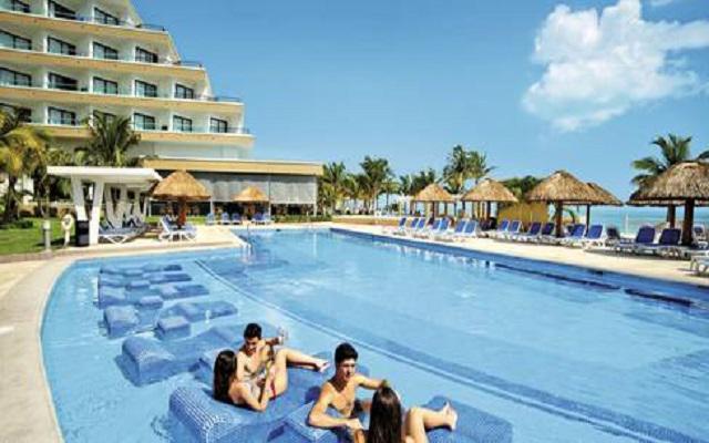 Hotel Riu Caribe, cómodos espacios para asolearte