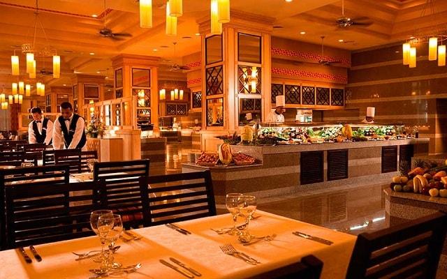Hotel Riu Emerald Bay, gastronomía nacional e internacional