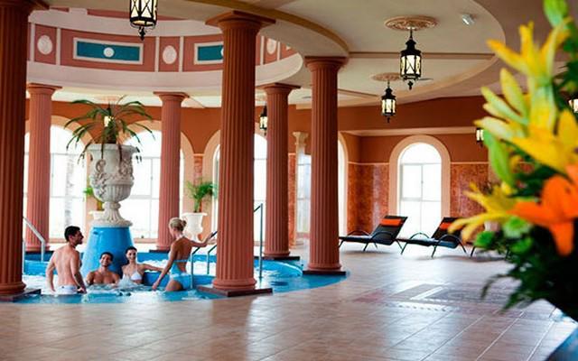 Hotel Riu Emerald Bay, relájate en el área de hidromasaje