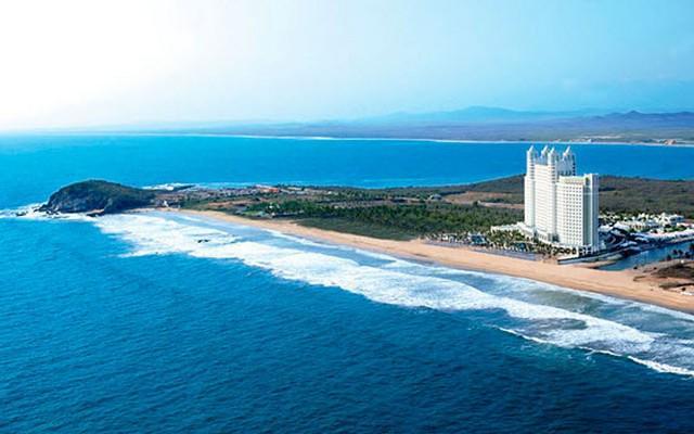 Hotel Riu Emerald Bay, buena ubicación
