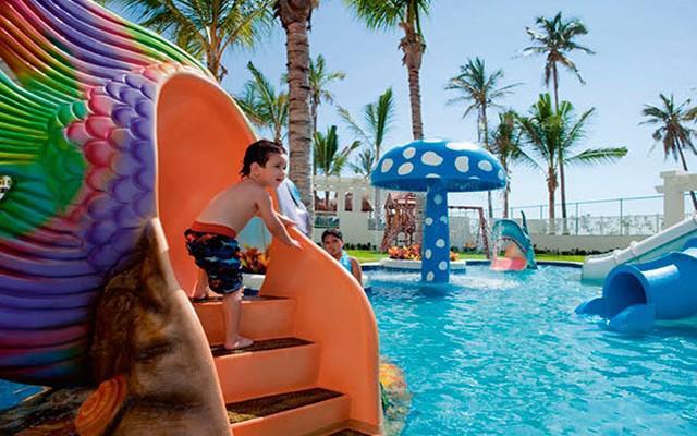 Hotel Riu Emerald Bay, cuenta con club de niños