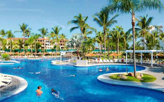 Hotel Riu Jalisco All Inclusive, alberca con tobogán para compartir en familia