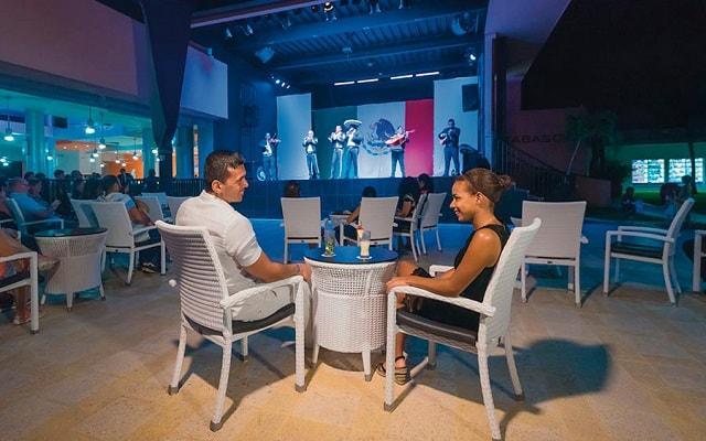 Hotel Riu Lupita, show y entretenimiento nocturno