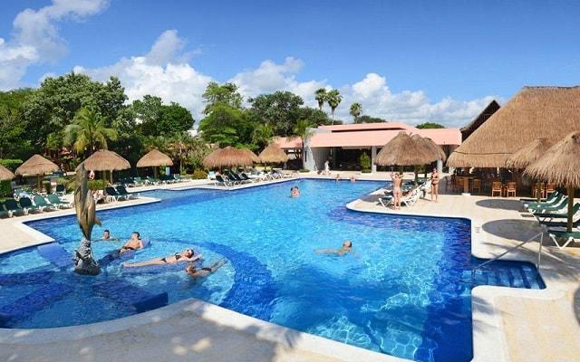Hotel Riu Lupita, diversión en la alberca