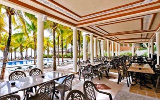 Hotel Riu Lupita, restaurante en el club de playa