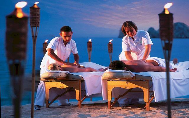 Relájate con un masaje en el Spa