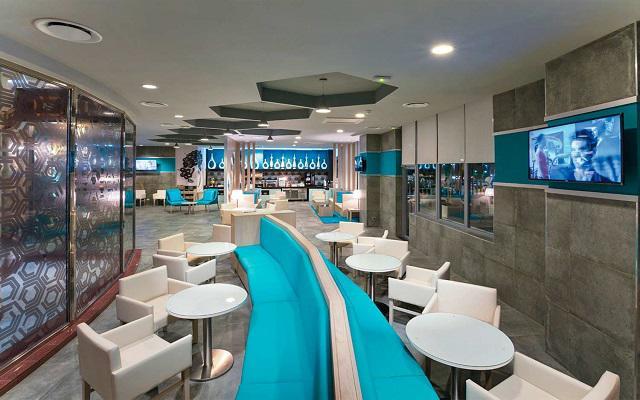 Hotel Riu Palace Las Américas, disfruta ricos snacks en el Lounge 24