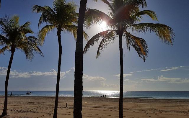 Hotel Riu Palace México, amanecer en la playa