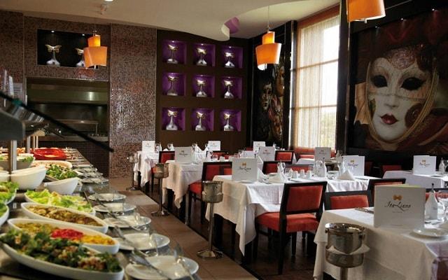 Hotel Riu Palace Península All Inclusive, servicio buffet de calidad