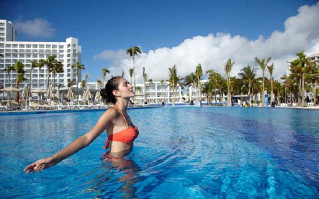 Hotel Riu Palace Península All Inclusive, disfruta de hermosas vistas del Mar Caribe