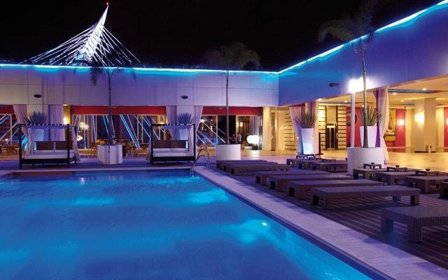Hotel Riu Plaza Guadalajara, disfruta de su alberca al aire libre