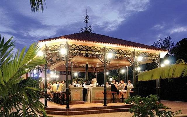 Hotel Riu Tequila, disfruta una copa en uno de sus bares