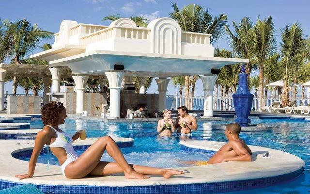 Hotel Riu Vallarta All Inclusive, relájate en el jacuzzi