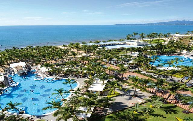 Hotel Riu Vallarta All Inclusive, pasea por los hermosos jardines