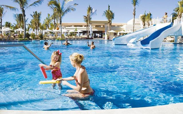 Hotel Riu Vallarta All Inclusive, alberca con toboganes