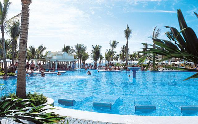 Hotel Riu Vallarta All Inclusive, disfruta de su alberca al aire libre