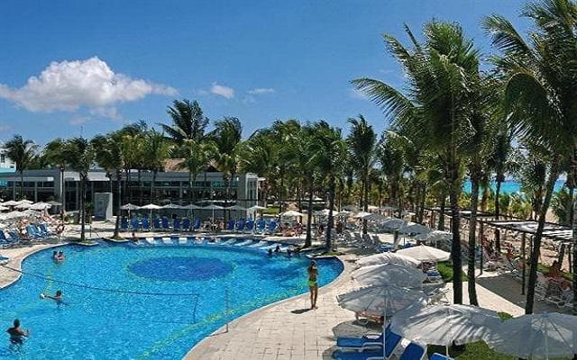 Hotel Riu Yucatán, puedes realizar actividades en la alberca