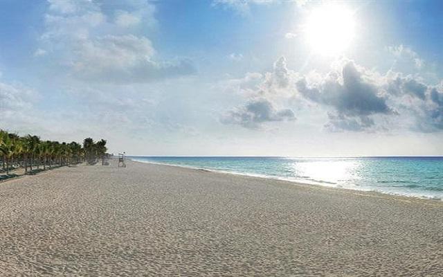Hotel Riu Yucatán, hermoso amanecer en la playa