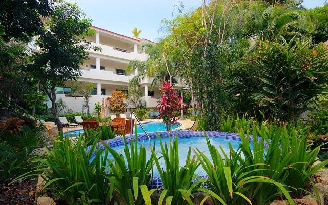 Hotel Riviera Maya Suites, disfruta de su alberca